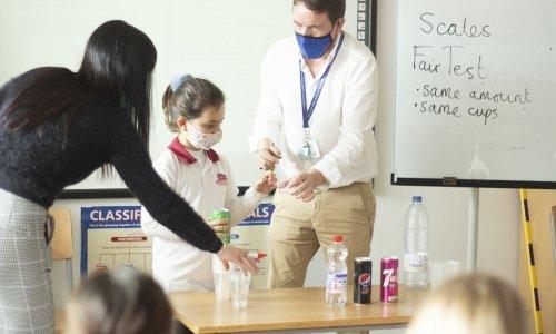 alumnos laboratorio y5_britishcollegelacañada